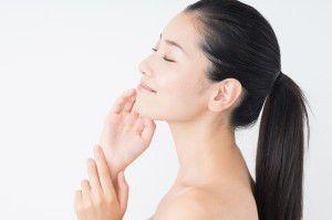 女性の美しさは髪や肌、爪などの細部に宿ります。